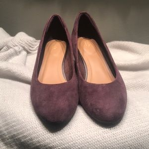 Like new Clark's 9W plum wedges
